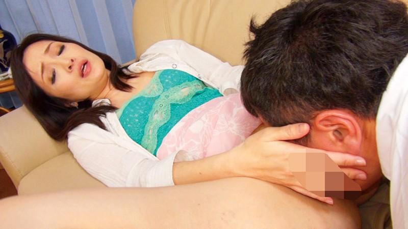 手コキで逆痴漢する美人妻たちは射精するまで許してくれないんです… 声の出せない状況で公然逆わいせつ手淫!!