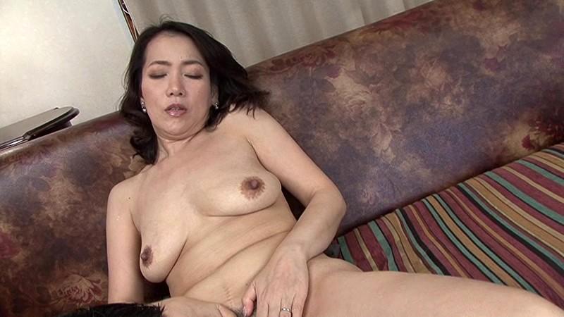 近親相姦 五十路のお母さんに膣中出し 司杏子