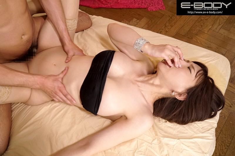 乳首出しNGを条件に出演承諾 42歳神がかりスレンダー爆乳妻AVデビュー 天音響