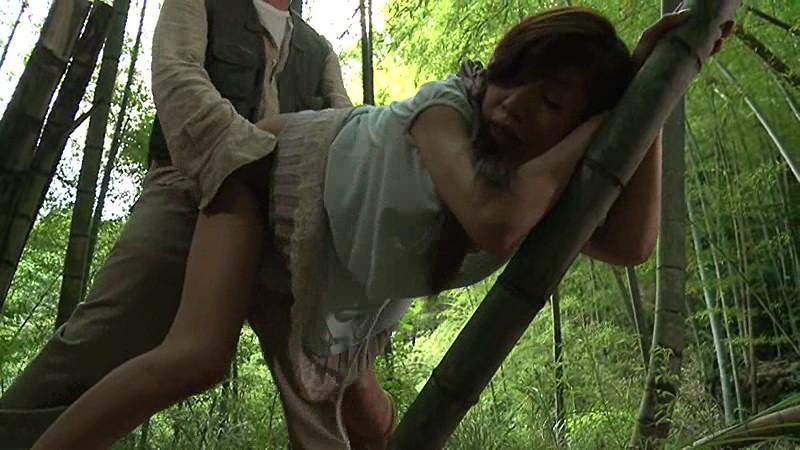 裸けて誘惑 露出癖 乳出し農婦レイプ_白昼の主婦・欲求不満!!_早熟の女子校生・3P