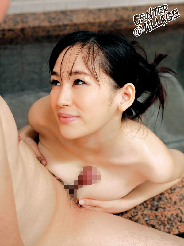 大きなお乳を揉ませてくれる隣のおばさん 小嶋ひより
