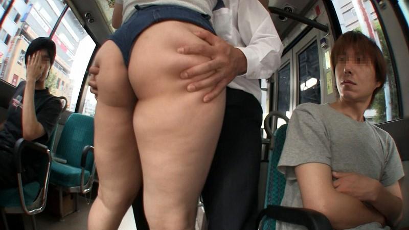 杏美月の爆乳痴漢バス 肉感コスチューム満載でぬるぬる射精天国