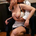 向かいに越して来た人妻は、犯される度にスケベになっていく…。 三浦恵理子