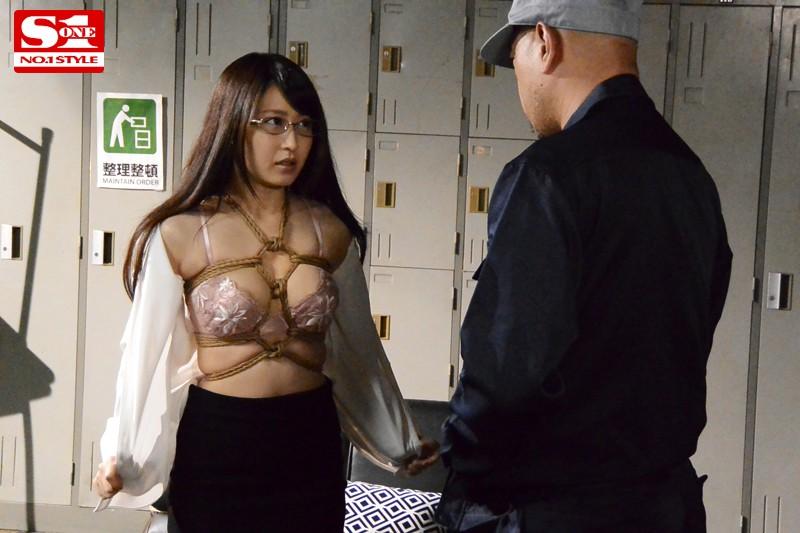 私、脱いだら…です。緊縛願望の変態女教師 美里有紗