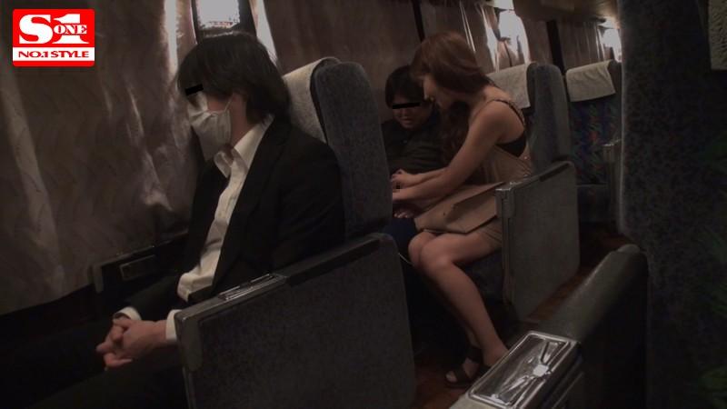 夜行バスに派遣された明日花キララが声の出せない状況でガチ素人さんを誘惑して、無音スローピストンSEXまでしちゃいました。
