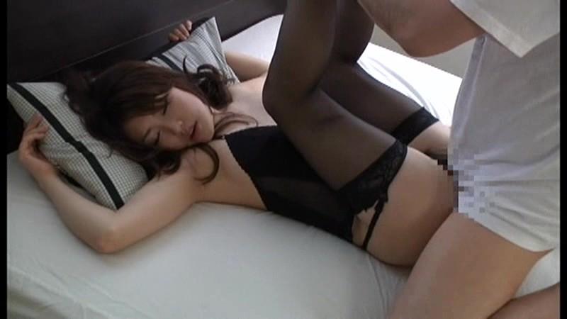美人艶女の淫乱美脚プレイ!10人4時間スペシャル